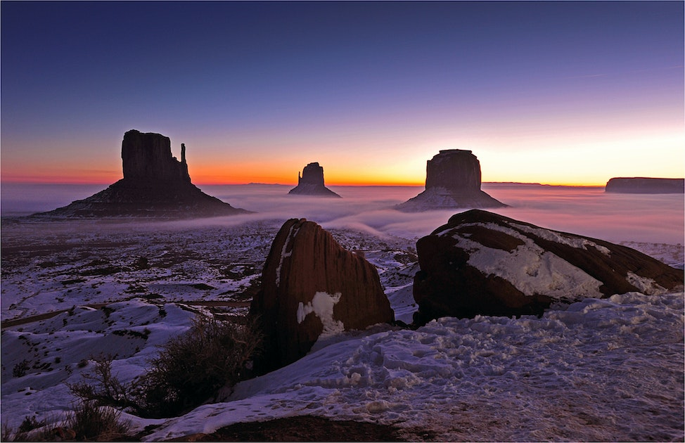 Monument-Valley-Dawn-AZ063-11x17