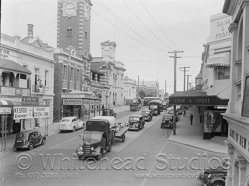 WHD-014-NEG-0768 - Street Scene - Brisbane Street - RAAF Funeral 1942