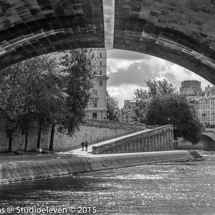 Going under Pont Neuf - 9844