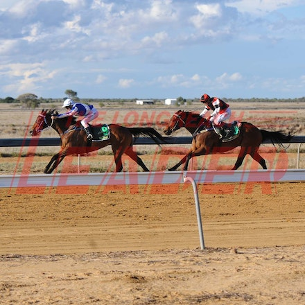 100925_SR1_8261 - at the Longreach Races, Saturday September 25, 2010.  sr/Photo by Sam Rutherford.