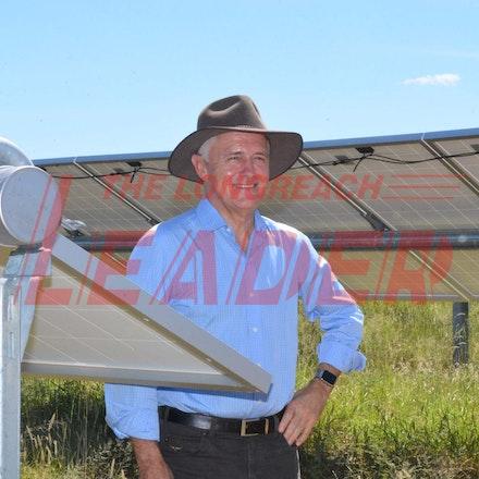 170304_DSC_8109 - Malcolm in the Barcaldine solar farm March 5